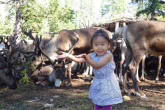 Добро пожаловать к нам на стойбище! --малышка Диана всегда рада гостям